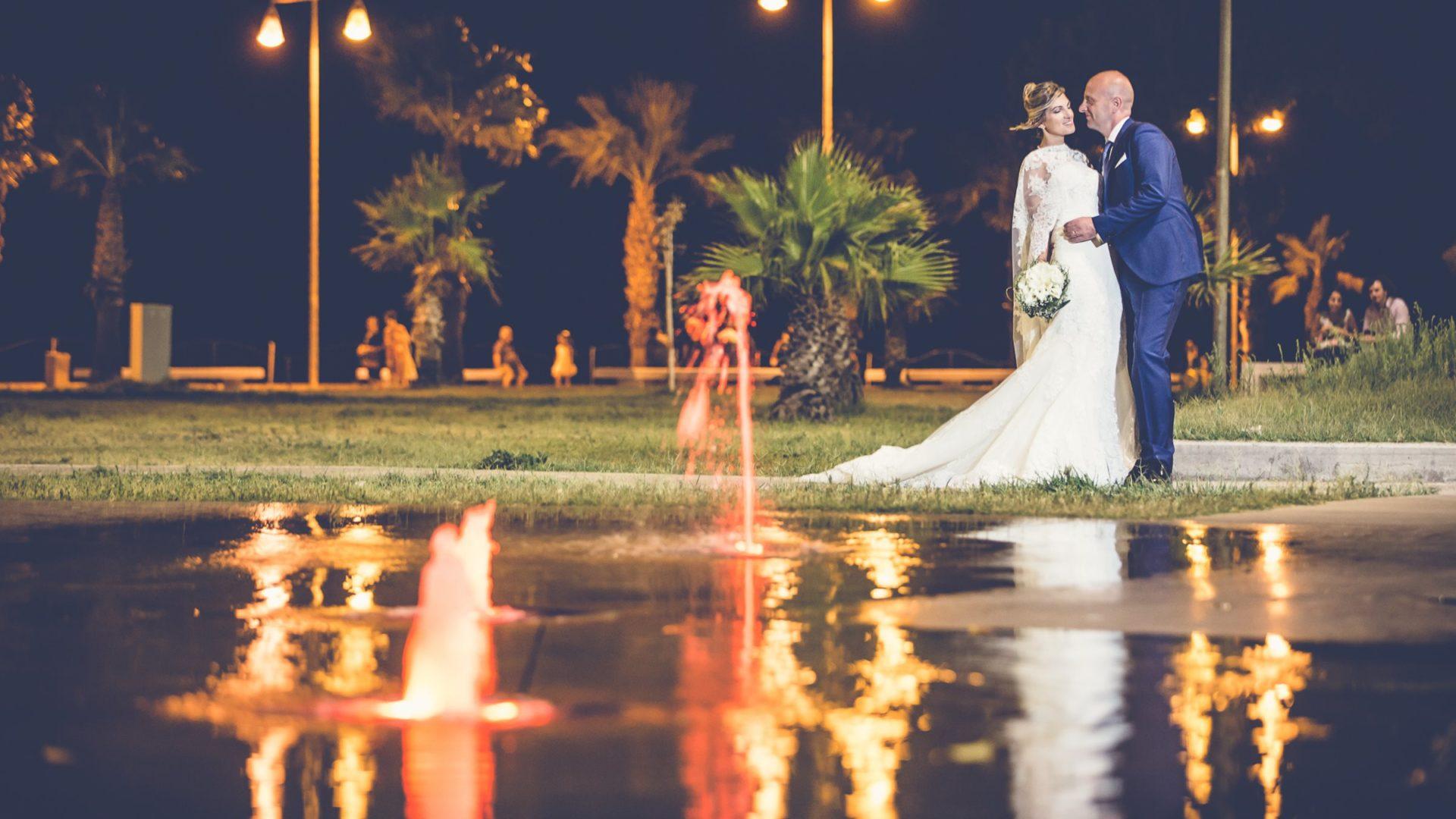 Soverato - Sposi riflessi nell'acqua