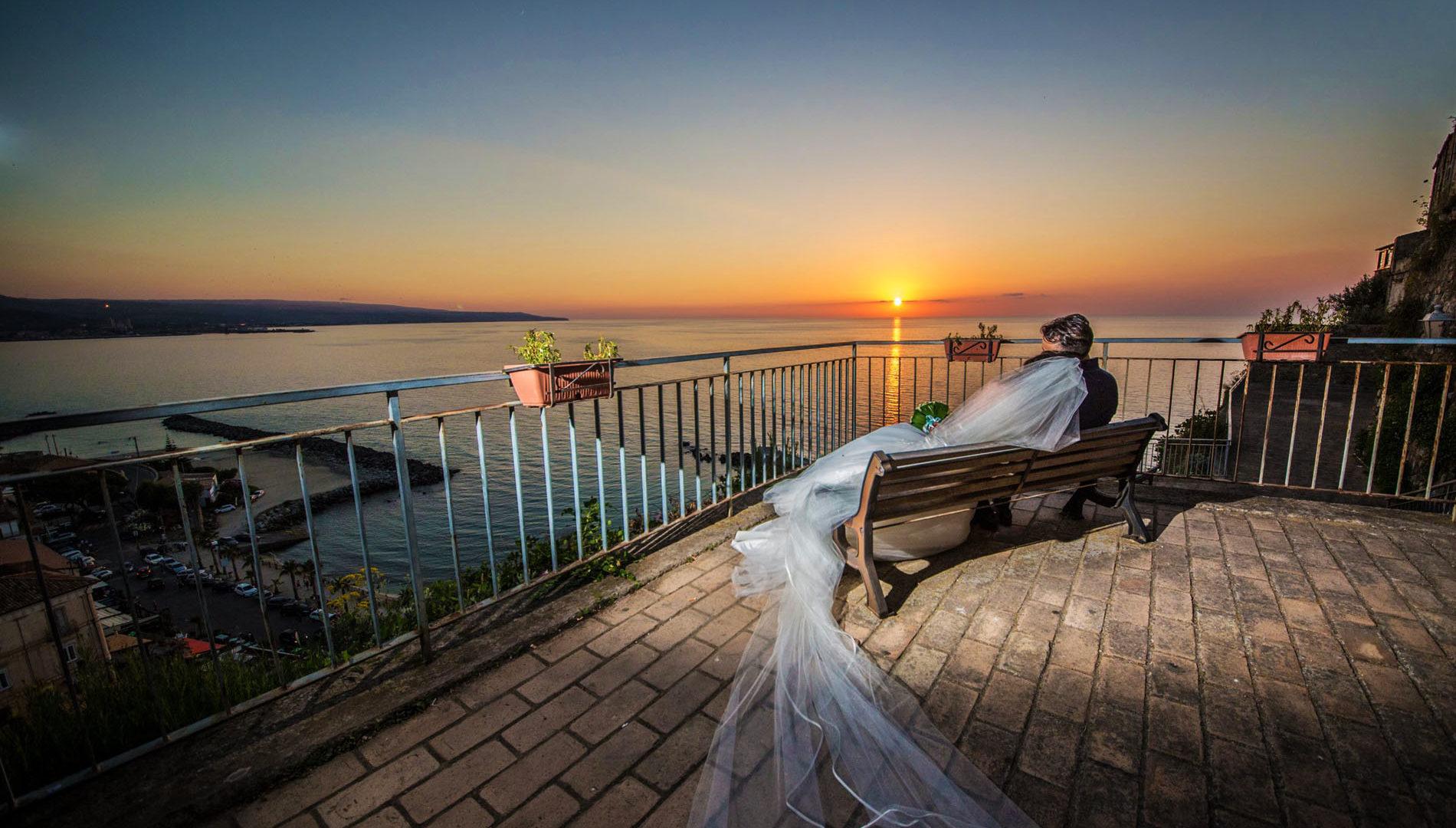 Coppia di sposi al tramonto a Pizzo Calabro