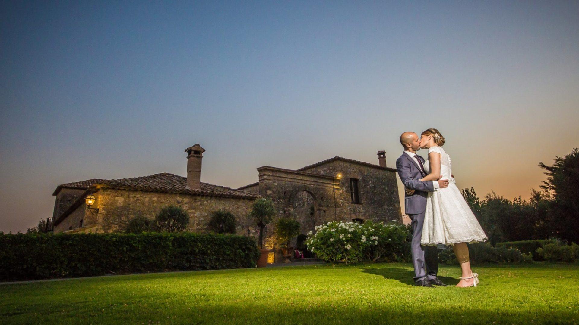 bacio al tramonto presso la tenuta calivello